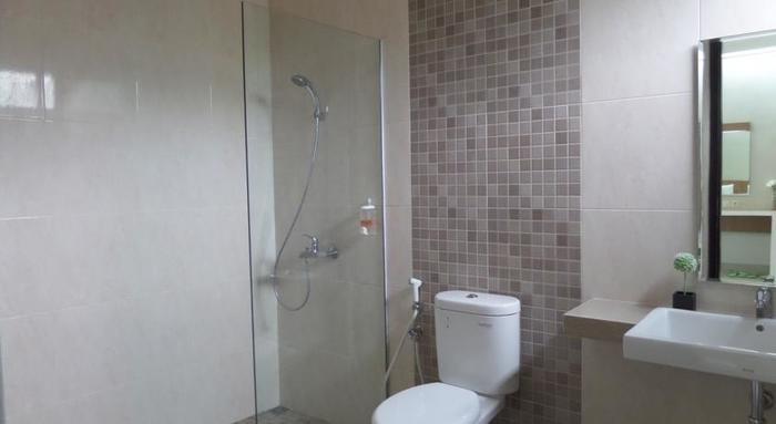 Shinta Guest House Malang - Kamar mandi