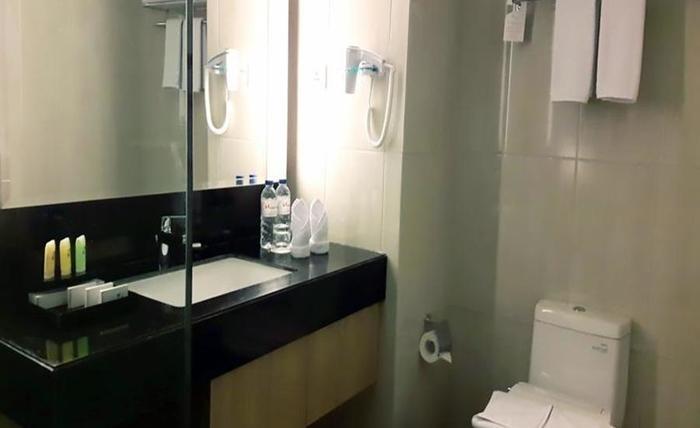 Swiss-Belinn Tunjungan Surabaya - Kamar mandi