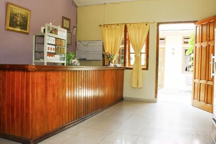 Hotel Bunga Pantai Belitung - Receptionist