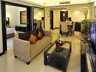 Prime Plaza Hotel Yogyakarta - Executive Parlour Suite Living Room