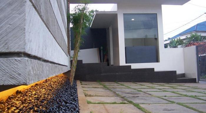 FLAT06 minimalist residence Jakarta - Parkir