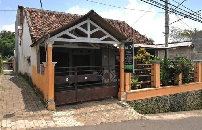 Midi Homestay Malang - Eksterior