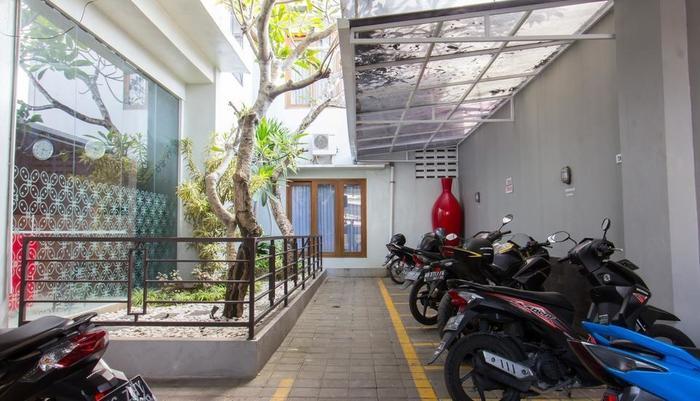 Hotel Absari Jogja - parking lot