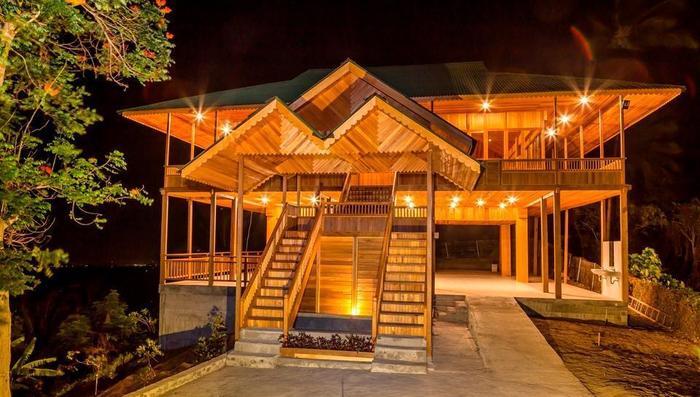 Botanica Nature Resort Bitung - Ruang Serba Guna pada waktu malam