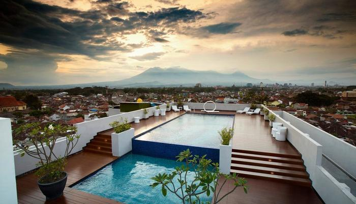 MaxOne Malang - Sky Pool