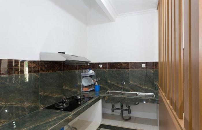 RedDoorz Plus @ Boulevard Residence BSD South Tangerang - Kitchen