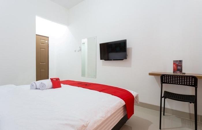 RedDoorz Plus @ Boulevard Residence BSD South Tangerang - Room