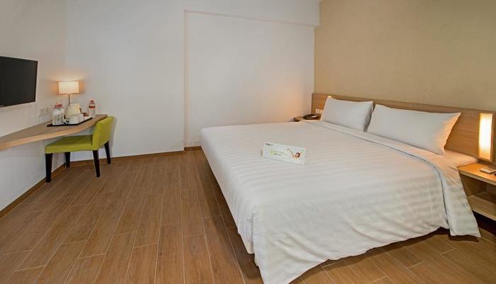 Whiz Hotel Bogor - SMART ROOM