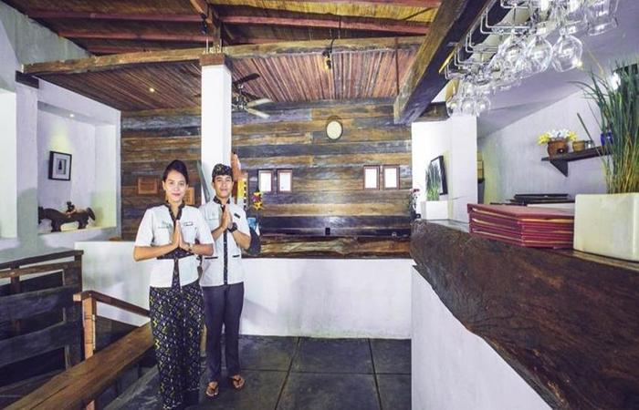 Alam Sembuwuk Bali - Resepsionis