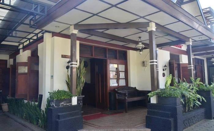 Fendi's Guest House Malang - Lobi utama