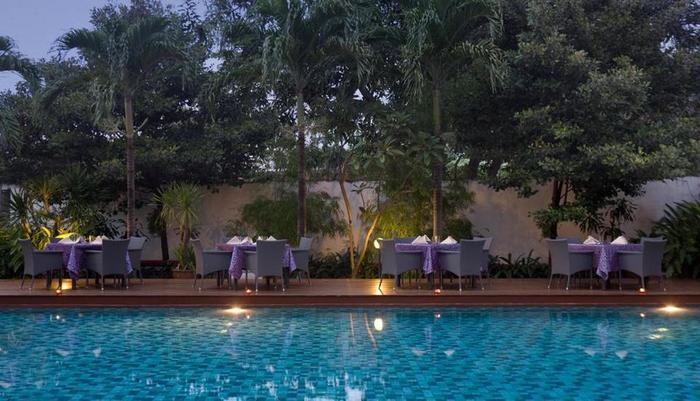 Hotel Santika Cirebon - Side Of Pool