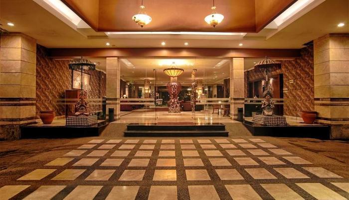 Bali World Hotel Bandung - Entrance