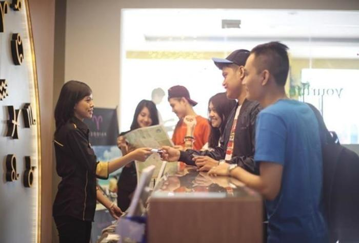 Hotel Zodiak Asia Afrika Bandung - Receptionist