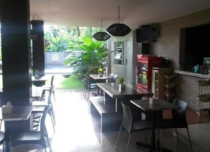 Doho Homestay Jember - Coffee shop