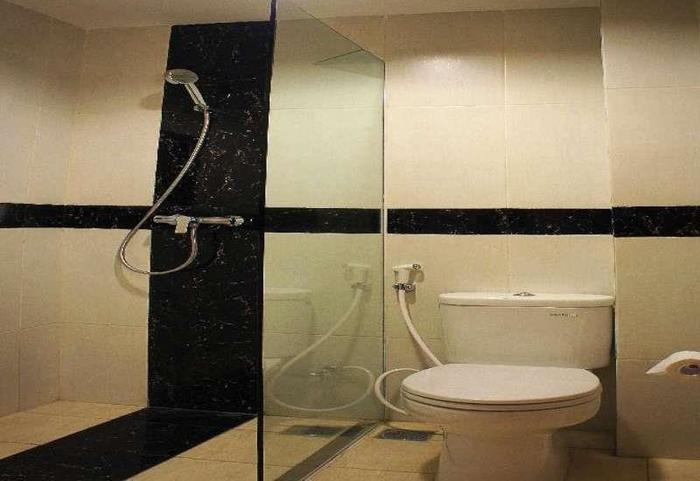 Feodora Hotel Grogol - Bathroom