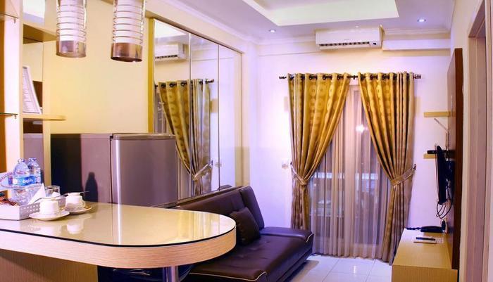 Two Nine Apartment Bekasi - Ruang tamu, dapur set, meja bar
