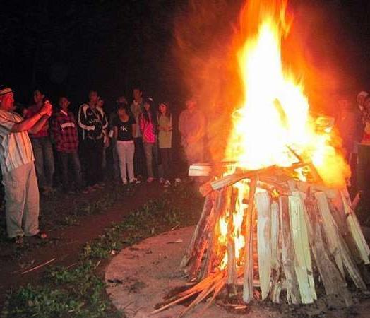 Royal Caravan Hotel Mojokerto - Api Unggun