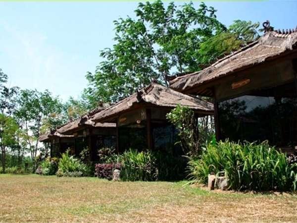 Royal Caravan Hotel Mojokerto - pendopo