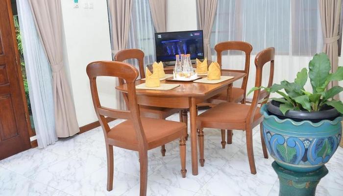 Hotel Dana Solo Solo - Kamar makan