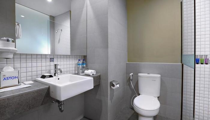 Aston Inn Mataram - Superior Bathroom