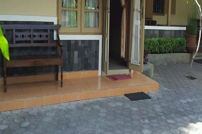 Ndalem Suratin Guest House Yogyakarta - Eksterior