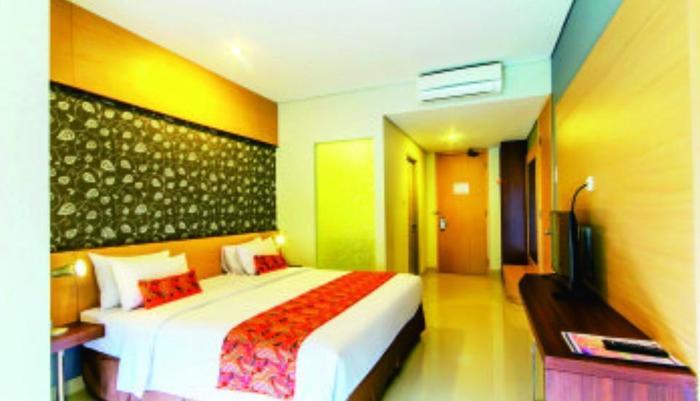 Sofia House Dago - Eksekutif kamar dengan luas 26 M2. Terdapat tempat tidur sofa