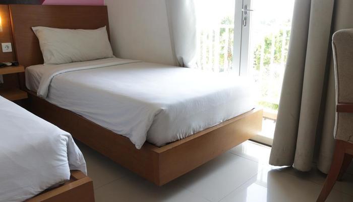 Seminyak Garden Bali -  Seminyak Garden_Pool View Room Twin Bed With Balcony