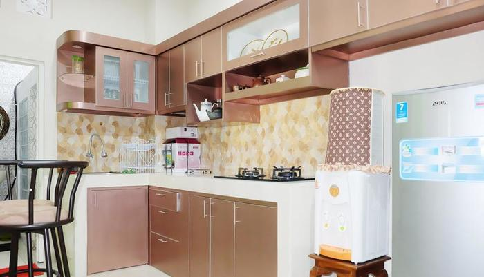 Simply Homy Guest House UTY Jalan Kabupaten Yogyakarta - Kitchen