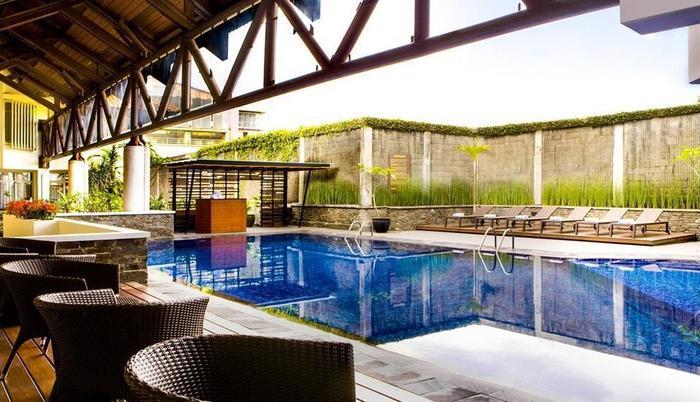 Hotel Santika Bandung - Samping kolam renang