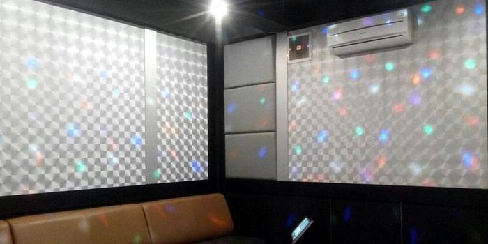 Arra Amandaru Cepu - Karaoke Room
