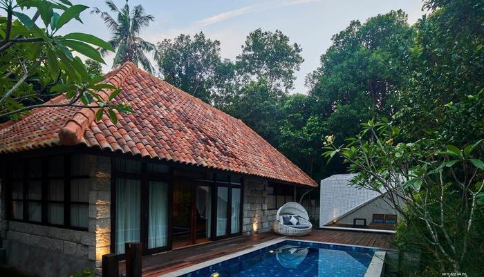 Arumdalu Private Resort Belitung - Swimming Pool