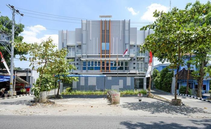 RedDoorz near Ahmad Yani Airport Semarang -