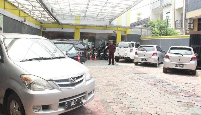 Hotel Rovi Boutique Jakarta - Parking Area