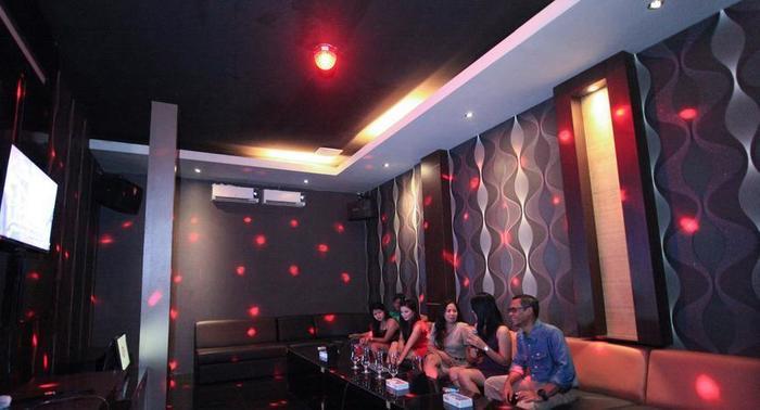 Sun Palace Hotel Mojokerto - bernyanyi bersama lagu favorit Anda