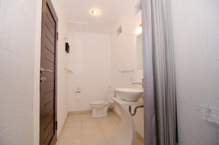Sanur Guest House Bali - toilet dan kamar mandi di sanur guest house