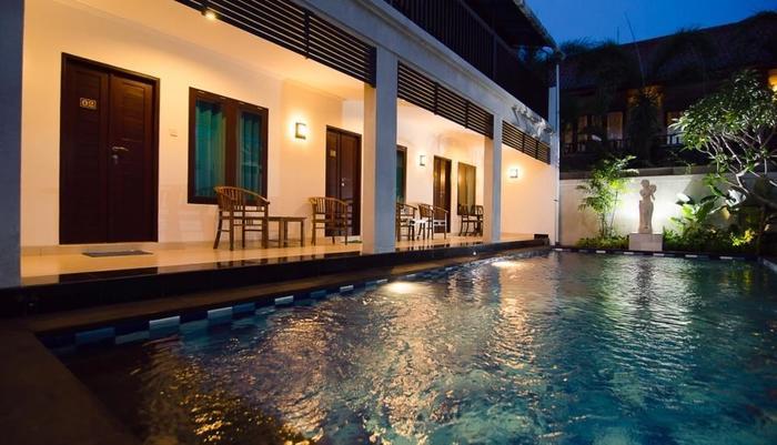Sanur Guest House Bali - suasana malam di sanur guest house
