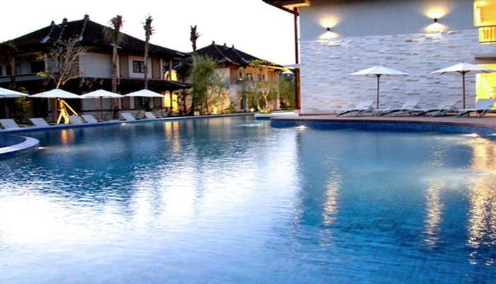 Grand Whiz Nusa Dua - Swimming Pool