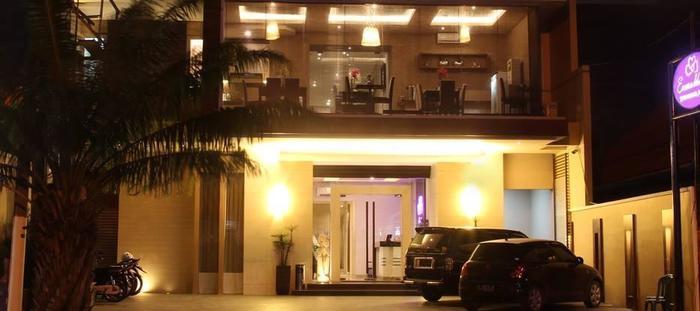 Hotel Emerald Surabaya - Tampilan Luar Hotel