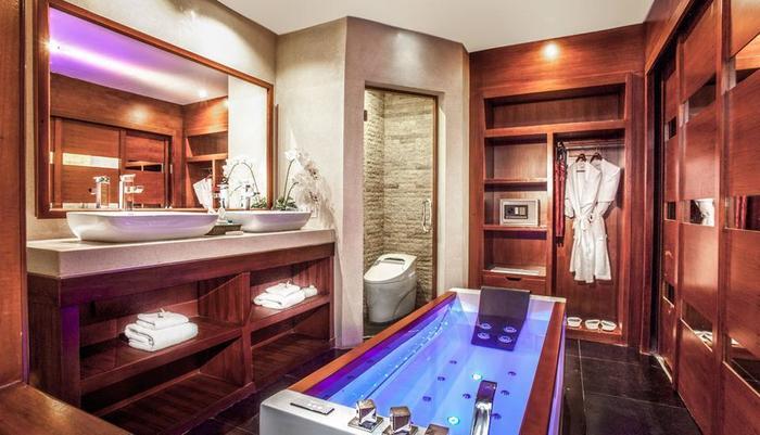 Astagina Resort Villa and Spa Bali - Kamar mandi