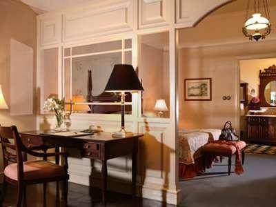 Hotel Majapahit Surabaya - Suite Eksekutif