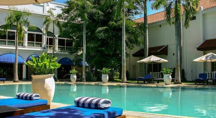 Hotel Majapahit Surabaya - Pool1