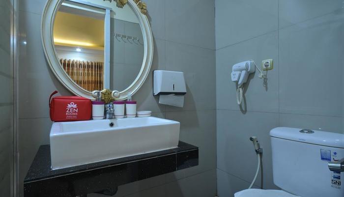 ZenRooms Karang Anyar - Kamar mandi