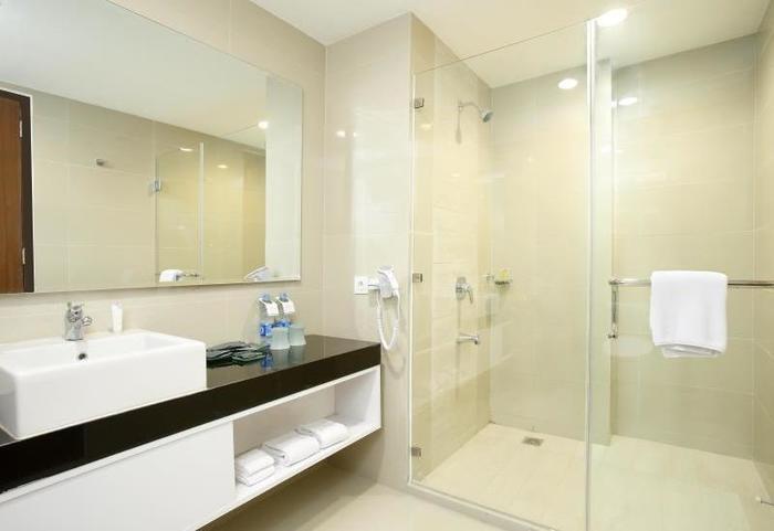 Santika Premiere Bintaro - Bathroom