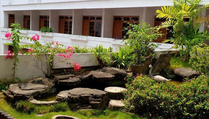 Kartika Abadi Hotel Madiun - Balcony