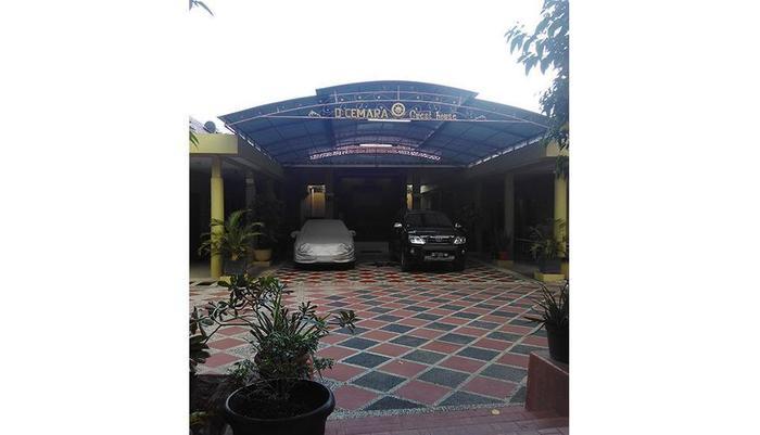 D'Cemara Guest House Jambi - Exterior
