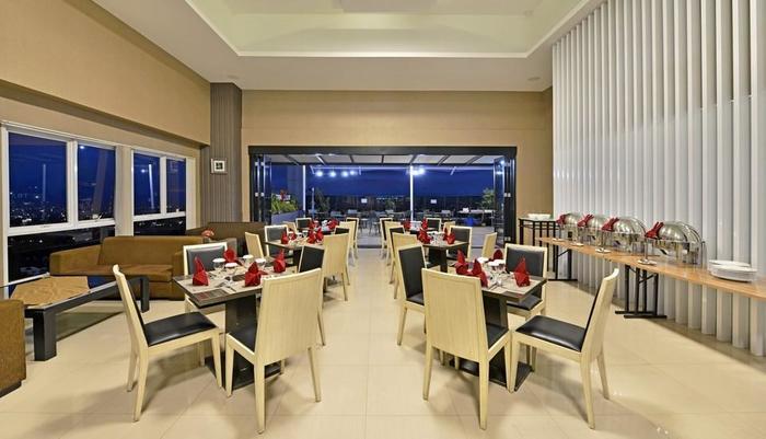 Travello Hotel Bandung -  Sky Lounge Indoor