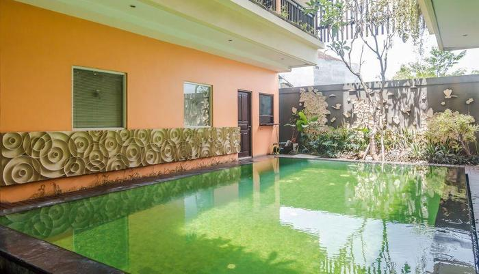 ZenRooms Legian Sri Laksmi Bali - Kolam Renang