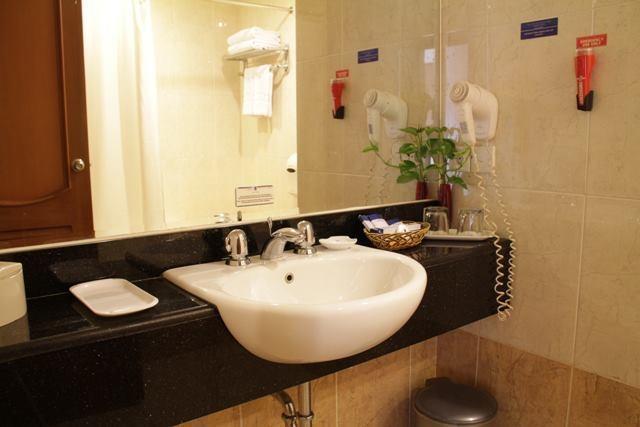 Hotel Pacific Balikpapan - Kamar mandi