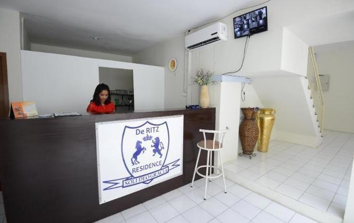 De Ritz Hotel Surabaya - Resepsionis