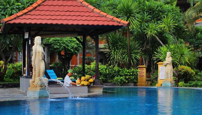 Adi Dharma Hotel Bali - Bar kolam renang